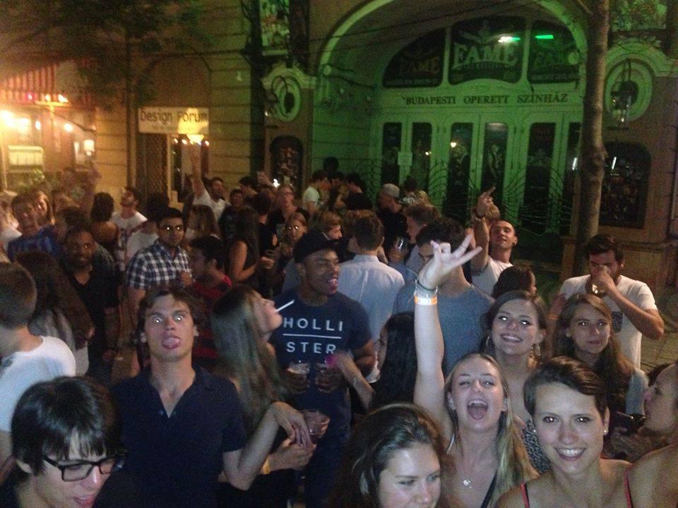 budapest pub crawl 9