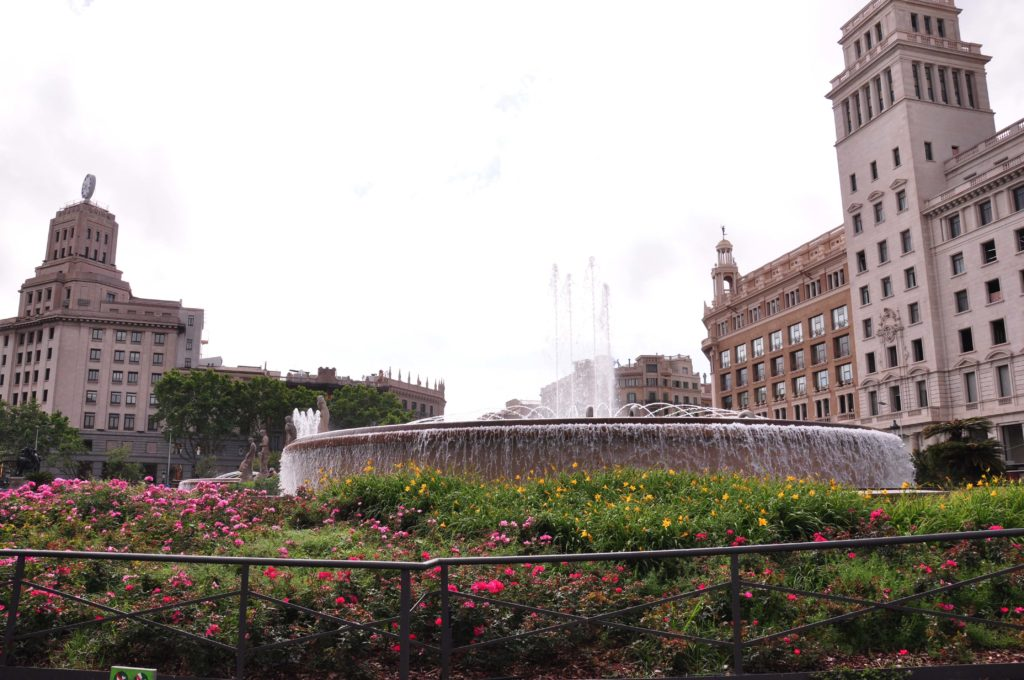 PLACA CATALUNYA fountain