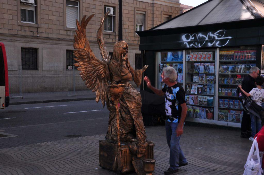 ramblas street perforemer barcelona