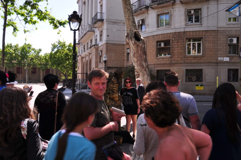 street performer barcelona 1